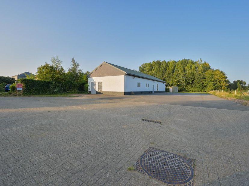 PERCEEL GROND<br /> Ideaal gelegen perceel grond met landgebouw, gelegen deels in woongebied met landelijk karakter en deels in agrarisch gebied.<br /