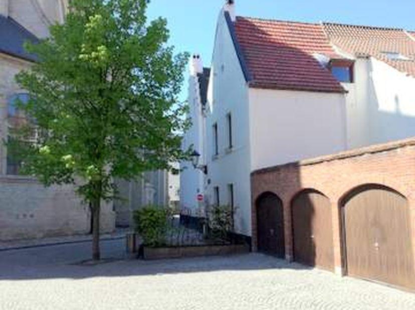 Groot Begijnhof mechelen. <br /> Sint Beggastraat nr 2. Uitzonderlijk rustig gelegen, tussen meerdere geklasseerde en recent gerestaureerde panden en