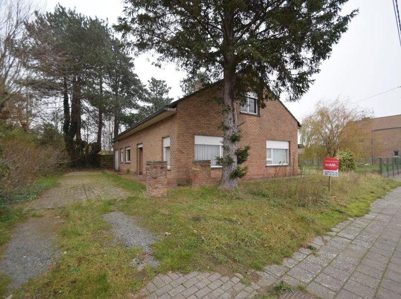 OP TE FRISSEN WONING<br /> Op te frissen landelijk gelegen woning, nabij de dorpskom te Brugge (Koolkerke), Arendstraat 48, bekend ten kadaster onder
