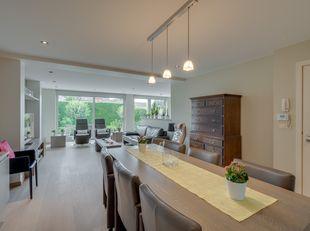 Appartement spacieux et luxueux. Idéalement situé à proximité des promenades vertes et des loisirs, ainsi que du centre-ville, des commerces, des tran