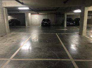 parkeerplaats vlakbij Sint-Pietersstation, veilig en makkelijk bereikbaar, onmiddellijk beschikbaar
