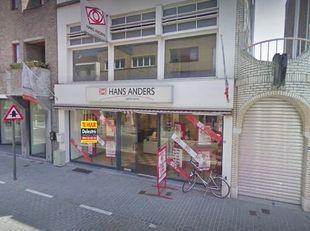 Handelspand te huur, gelegen in het centrum van Mol. <br /> Dit pand heeft een gelijkvloerse oppervlakte van ca. 101 m². <br /> De maandelijkse h