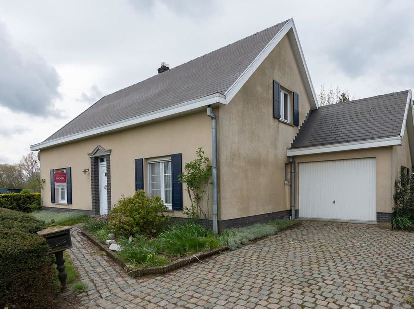 BIDDIT<br /> LANDELIJK GELEGEN WONING MET TUIN<br /> Deze landelijke woning met garage en tuin is gelegen midden de polders op een boogscheut van het
