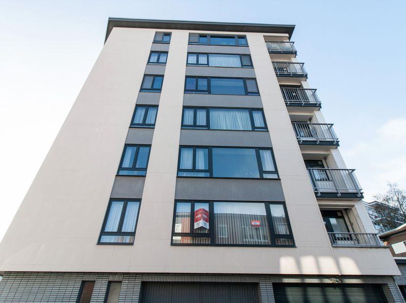 Welgelegen appartement met terras, 2 slaapkamers én autostaanplaats. KI: 964. Wg-Vg.<br /> Bezoek:<br /> op woensdagen van 16 tot 18 uur. - op