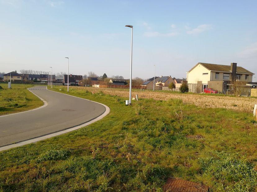 Het betreft een sociale verkaveling van 9 loten gelegen in het centrum van Maasmechelen - Meeswijk - Het Kerkveld. De verkoopprijs van deze sociale ka