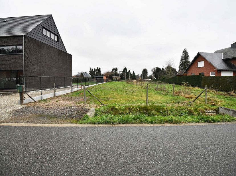 Goed gelegen halfopen bouwgrond te Booischot Statie, Klein Pijpelstraat 10<br /> Gevelbreedte = 7.00 meter, bouwdiepte = max 17.00 meter<br /> Ideale