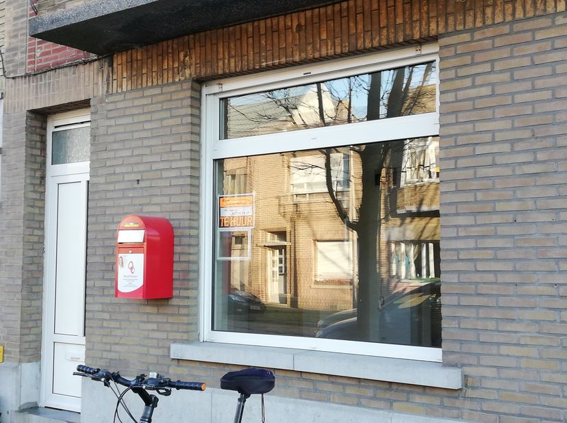 Gerenoveerde praktijkruimte/kantoor te huur, bruikbare oppervlakte 110m2. Unieke locatie, zeer geschikt voor vrij beroep, tandarts ( als voor tandarts