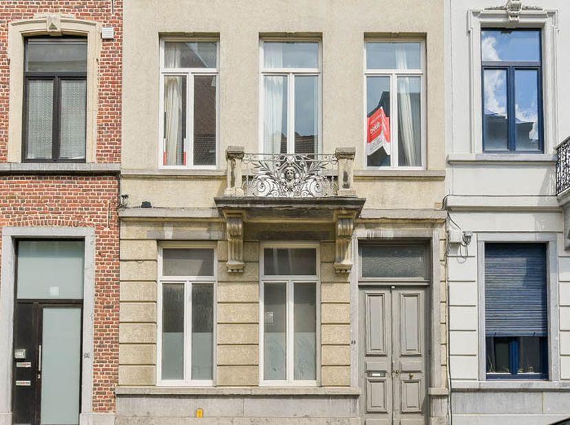 Deze prachtige burgerwoning is gelegen midden in het historisch centrum van Leuven.  <br /> Dit eigendom met een grondoppervlakte van 388 m² en