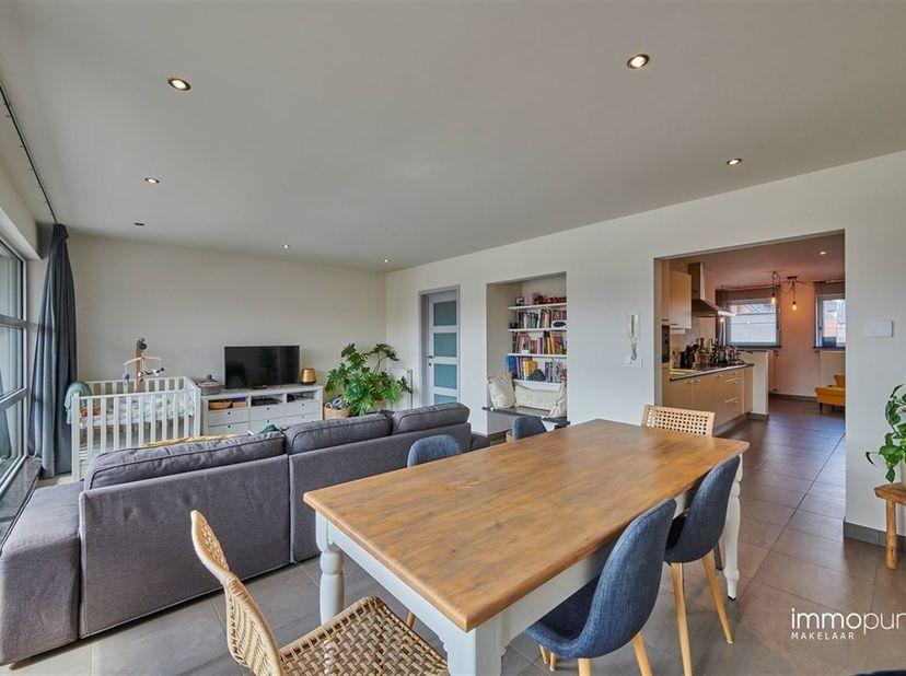 Zeer ruim appartement met een oppervlakte van maar liefst 163m² te Pelt. Het appartement is gelegen in een rustige omgeving doch op wandelafstand