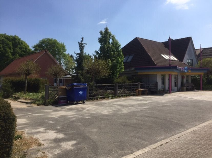 Te renoveren woning/ winkel gelegen in een fijne buurt te Achel. Er is mogelijkheid tot uitoefenen van een zelfstandige activiteit (winkelpand/ magazi