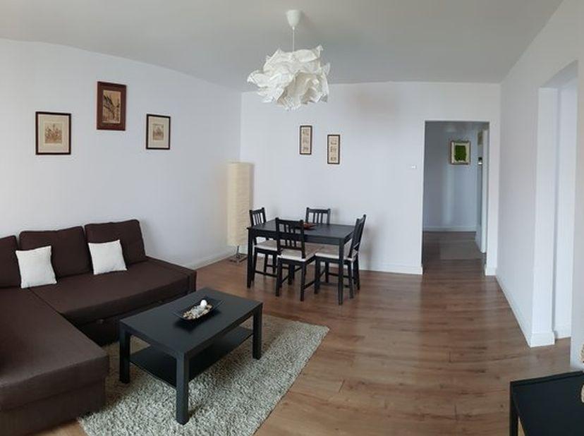 Volledig gerenoveerd appartement ,2 slpk,ingerichte keuken ,badkamer ,vloeren bekleed met laminaat en tegels.onmiddelijk beschikbaar.geschikt voor all