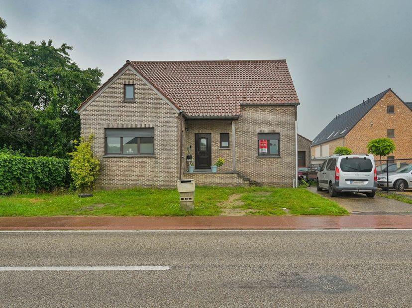 Online verkoop van een centraal gelegen vrijstaande woning met vier slaapkamers in Alken (Terkoest). <br /> De woning is omgeven door een ruime tuin m