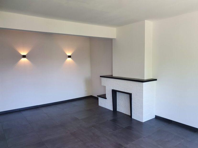 In het trendy Runkst, schuin tegenover het gezellige Parkje Gardevelt, vinden we dit instapklaar en ruim appartement met veel lichtinval. Indeling: ha