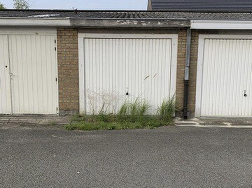 Garage met kantelpoort. Bereikbaar via toegangsweg langs de Gaarlemstraat.<br /> Bezoek:<br /> elke zat. van 11u-12u vanaf zat. 2/10 tem zat. 6/11 zon