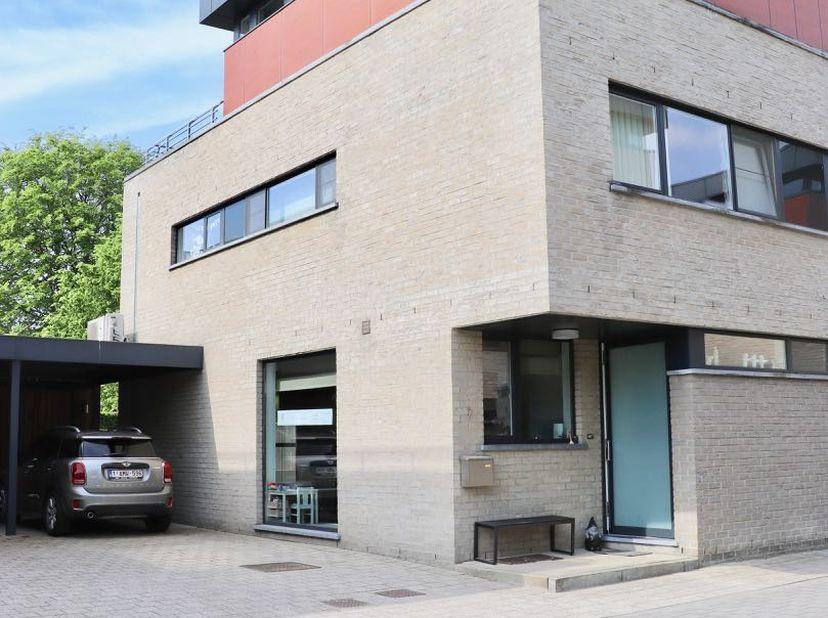 Rustig gelegen ééngezinswoning te koop<br /> Rechtstreeks te koop van de eerste eigenaars.<br /> <br /> Deze instapklare woning bevindt zich op een ru