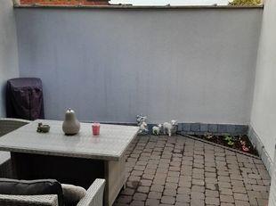 Volledig en degelijk gerenoveerde woning te Gent, op de grens met Wondelgem. Deze woning werd in 2017 volledig gestript en gerenoveerd: nieuwe ramen,