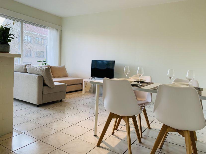 INSTAPKLAAR 1-slpk appartement met terras en GARAGE<br /> Ideaal voor starters of investeerders.<br /> VRIJ BIJ AKTE dus u kunt er na de akte onmiddel