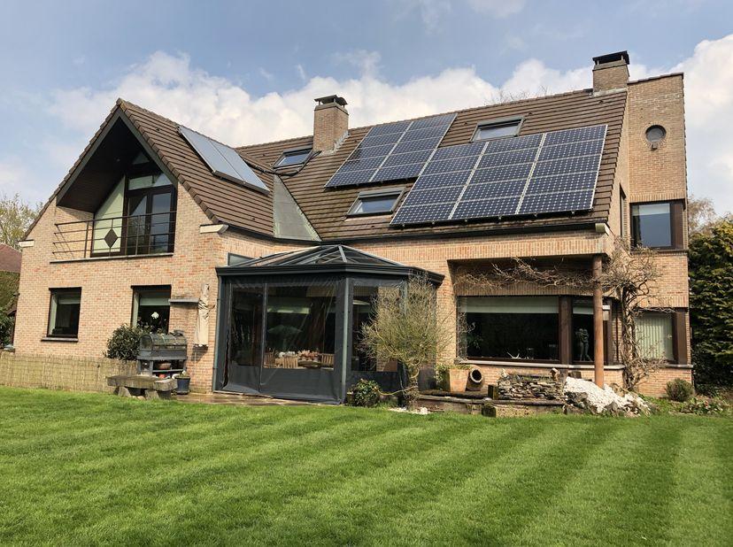 Dit is een co-housing project voor 50-plussers.<br /> In een villa in een residentiële wijk van Zwijnaarde met een bebouwde oppervlakte van 460m2 heef