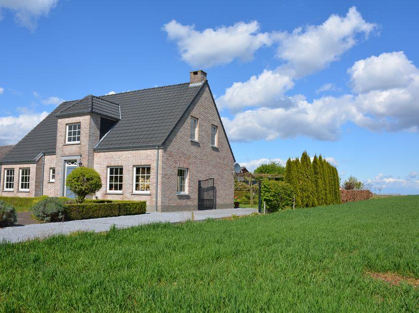 Verkocht onder voorbehoud!<br /> <br /> Royale villa uit 2006<br /> Altijd al gedroomd van een grote tuin?<br /> <br /> Heerlijk buiten, maar slechts
