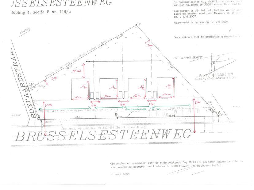 Project grond te koop gelegen aan de Brusselsesteenweg (nabij de Roetaardstraat) te Herent. Deze grond kan worden verkaveld in 4 loten voor open bebou