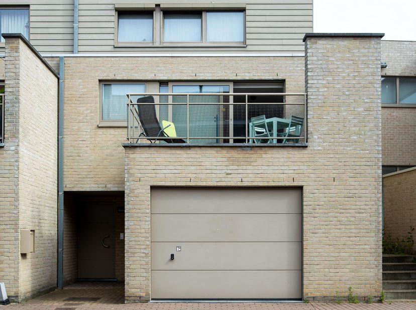 Deze ruime bel-etage situeert zich in het centrum van Knesselare,<br /> dicht bij alle winkels en scholen. Deze woning heeft alles wat een starter nod