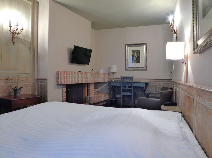 Overname 3-sterrenhotel op enkele stappen van de markt van Brugge.<br /> Instapklaar, onmiddelijk beschikbaar, 17 kamers + appartement aanwezig.<br />