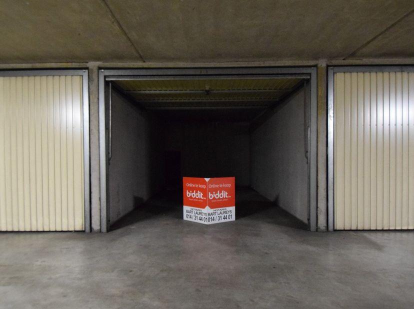 """GARAGEBOX H9  <br /> Gelegen in """"Garagepark Leopold"""", vlakbij de jachthaven en het centrum. <br /> Statuten van het gebouw kunnen worden opgevraagd"""