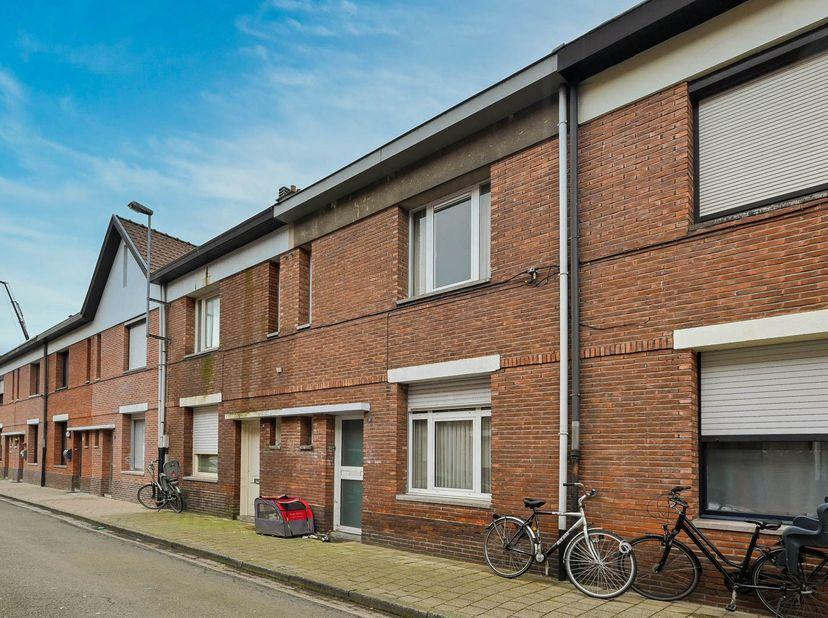 Pact notarissen te Turnhout zal overgaan tot de online verkoop via Biddit, van de goed gelegen woning te Turnhout, Sint-Pieterstraat 13.  <br /> kad.