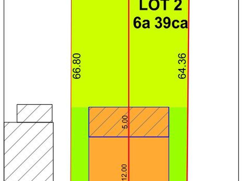 Bouwperceel geschikt voor halfopen bebouwing met een oppervlakte van 6a 39ca, gelegen in het centrum van Millen. Perceelsbreedte: 9.70m, gevelbreedte: