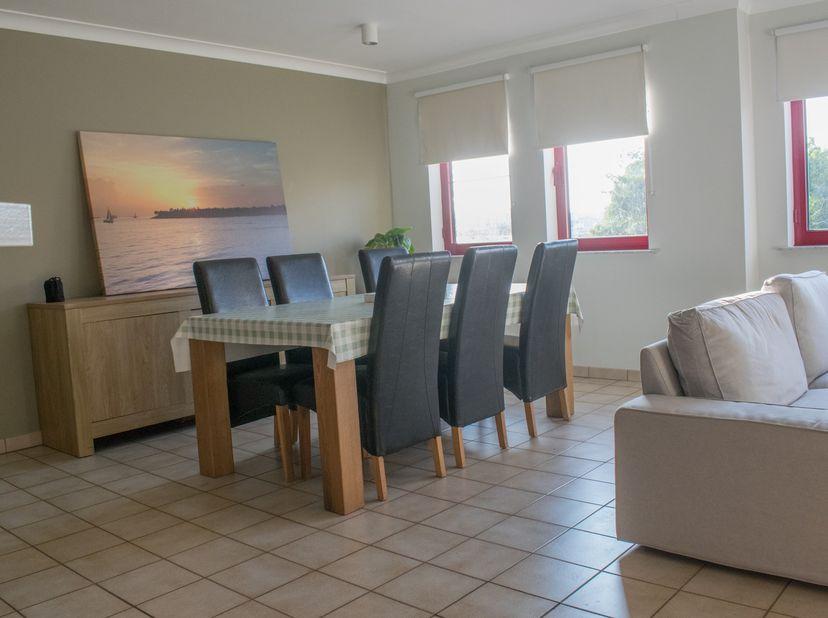 Instapklaar appartement met 2 slaapkamers, ruim terras én eigen garage, gelegen op de 1e verdieping. Ideaal als starterswoning!<br /> <br /> Ligging<b