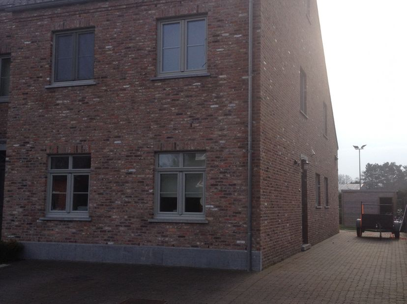 nieuwbouwwoning van 2013 volledig instapklaar, verwarming op gas ,3 dubbele beglazing,tuin met tuinberging en terras,huisdieren niet toegelaten
