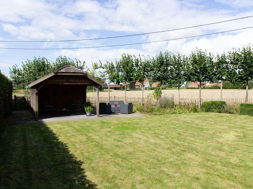 Instapklare gezinswoning met ruime tuin en landelijk zicht<br /> <br /> Instapklare gezinswoning met 3 slpk en ruime tuin te koop.<br /> <br /> Landel