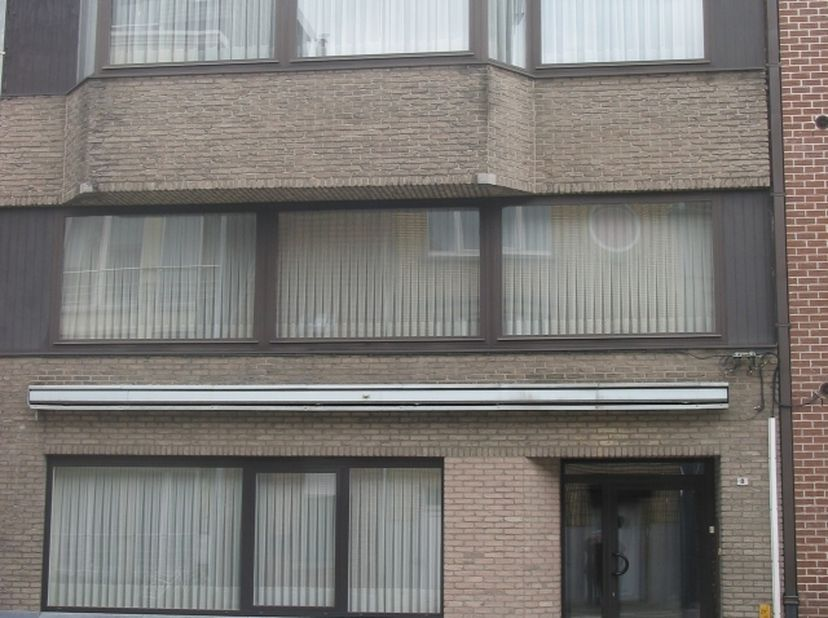 Appartement gelijkvloers 72 m². Lierseweg 8 Herentals. 525 euro/md. Waarborg 1575 euro. Max. 2 personen. In de buurt van de Zandpoort.<br /> Ruime woo