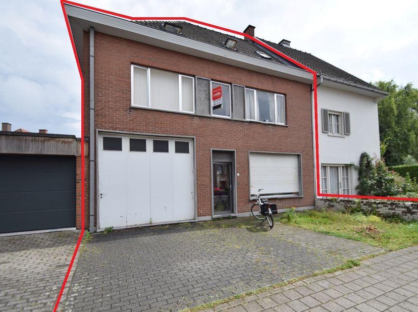Een ruime op te frissen woning met stadstuin en garage gelegen in de nabijheid van het stadscentrum van Kortrijk en het park De Blauwe Poort.  <br />