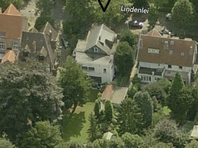 UNIEK PERCEEL te koop op TOPLOCATIE in Mortsel.  <br /> Te herbouwen woning met authentieke elementen en riante tuin.  <br /> De woning is gelegen i