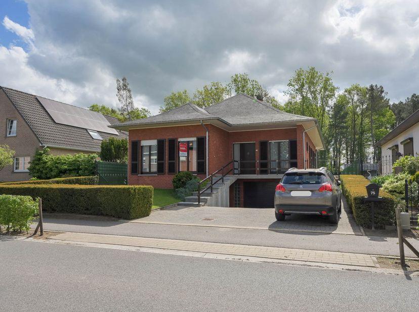 Vrijstaande woning gelegen op ca 2 km van het centrum van Booischot en Pijpelheide.  <br /> Gekend ten kadaster 6e afdeling (Booischot), sectie D, nu