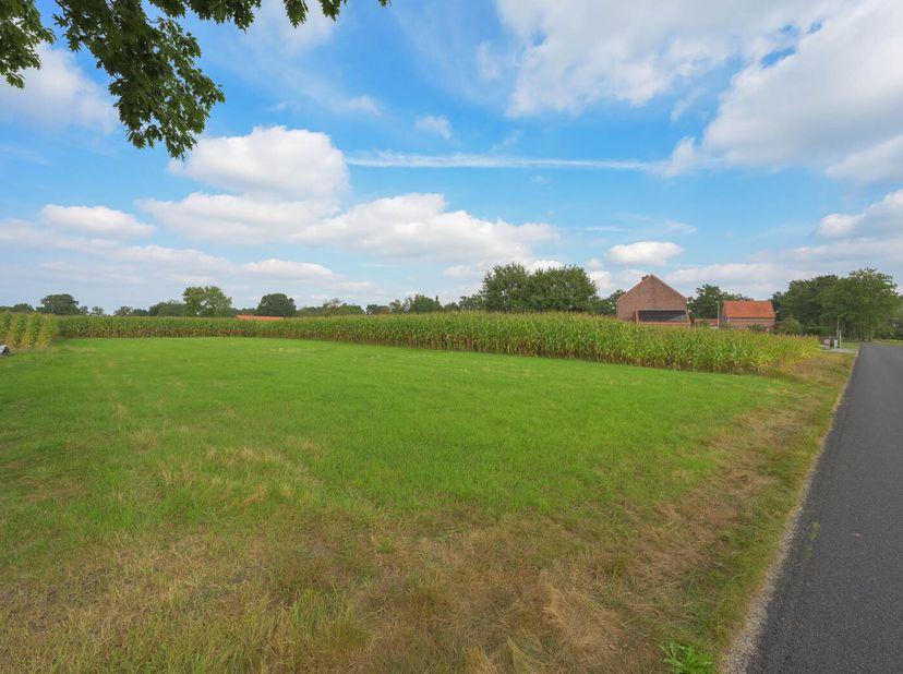 Perceel grond met een oppervlakte van 11a88ca. <br /> Gelegen Broekstraat ter plaatse genaamd De Turfvelden.<br /> Bezoek:<br /> vrij te bezichtigen