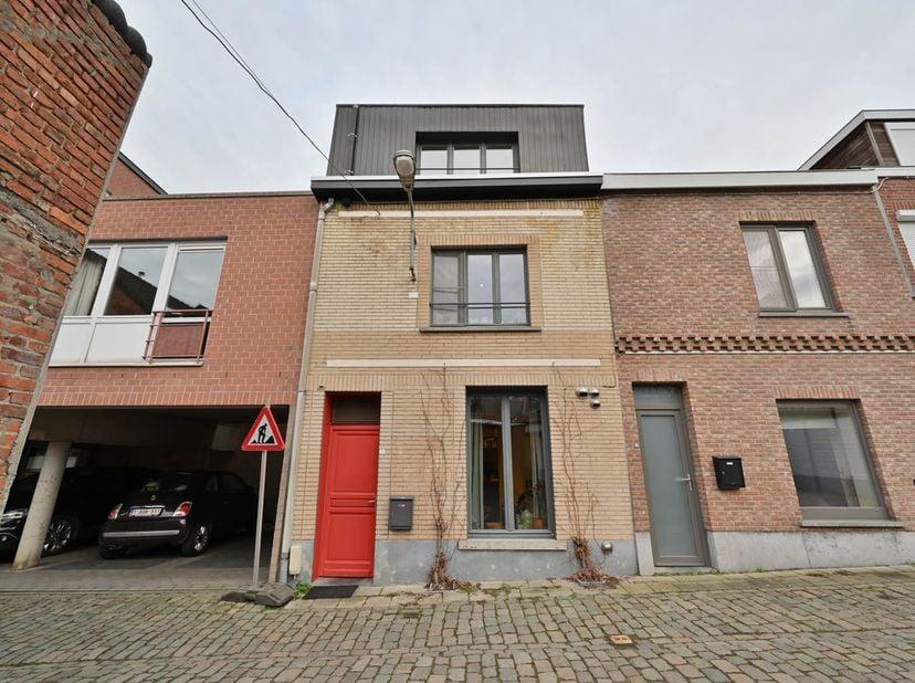 INSTAPKLARE WONING <br /> Met een ingerichte overdekte autostandplaats, gelegen te Leuven, Muurkruidstraat 1 en 1+, kadastraal gekend onder sectie E