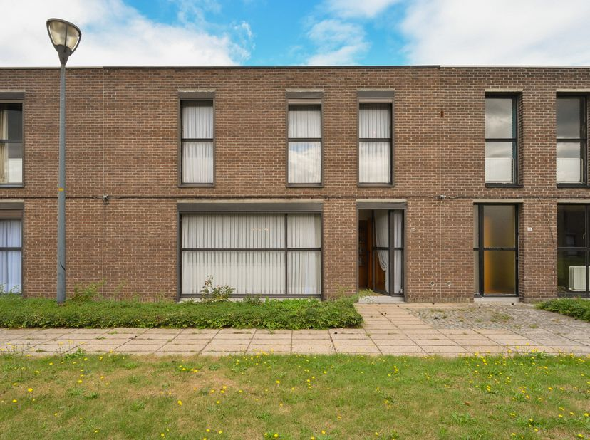 Pact notarissen te Turnhout zal overgaan tot de online verkoop via Biddit, van de goed gelegen woning. <br /> Het gelijkvloers: Garage - veranda - ke