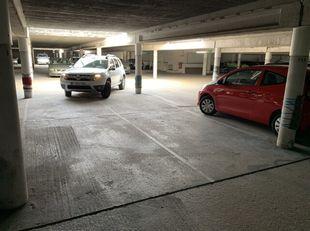 Dubbele overdekte Autostaanplaats te Antwerpen L.O. <br /> 24.000 € voor beiden samen ( 12.000 € per staanplaats )<br /> Goede geldbelegging.