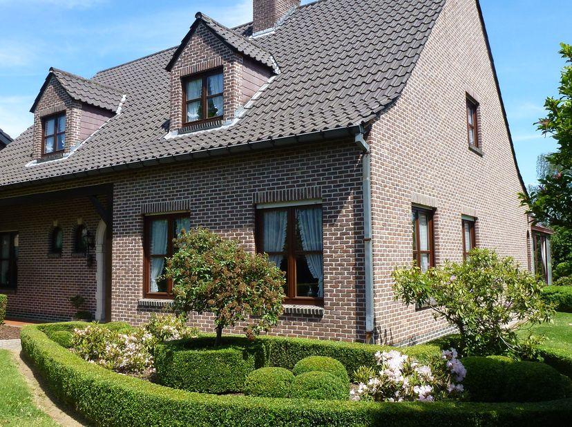 Ruime landelijke villa op 12,42 are met 2 garages en een grote tuin te Boutersem. Deze kwalitatieve villa biedt ruimte en comfort op een prima locatie
