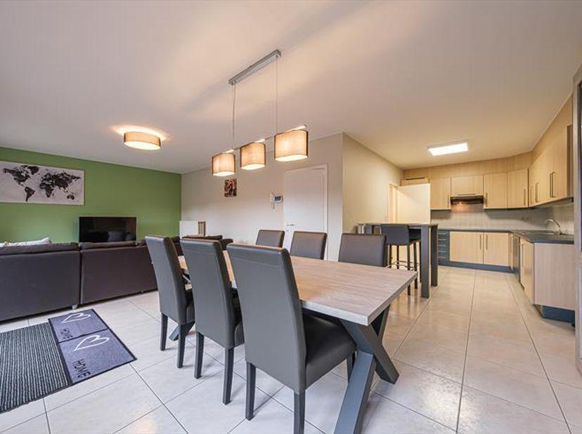Gelijkvloers appartement met garagebox van ca. 115 m² gelegen<br /> Gelijkvloers appartement van ca. 115 m² gelegen in het centrum van Balen. Het appa