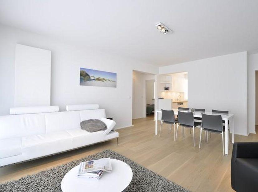 Zeer compleet bemeubeld 2-slpk appartement in perfecte staat van onderhoud. <br /> Volledig ingerichte keuken, living op parket.<br /> Wordt verhuurd