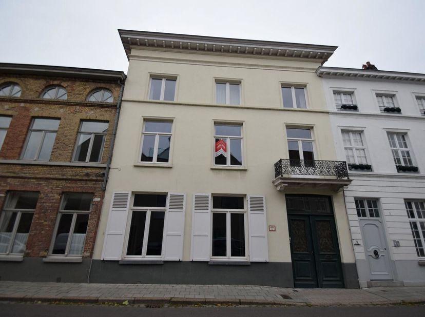 PRACHTIGE BURGERWONING<br /> Ruime burgerwoning op bijzonder gunstige ligging in Brugge (Sint-Anna). De woning is gelegen pal in het historische centr