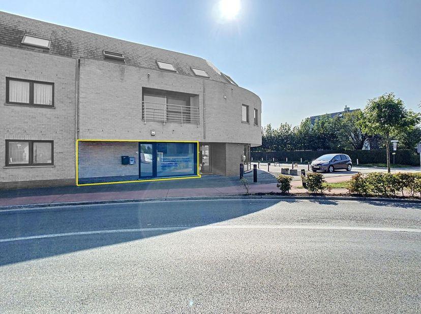 Deze gunstig gelegen moderne kantoorruimte is gelegen op amper 300m van het centrum van Nazareth, met een uitstekende verbinding naar de E17. Een mode