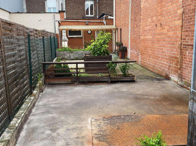 Te renoveren woning met gezellige tuin<br /> <br /> Deze woning is gelegen net buiten de drukke stadskern van Mechelen. Dankzij de centrale ligging he