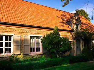 GÉÉN IMMO!!!!!<br /> Ruime en instapklare villa op 1639 m2. Bewoonbare oppervlakte 302 m2.<br /> Mooi aangelegde tuin en zwembad. Gelegen in een rusti