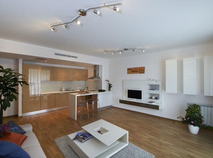 Modern appartement op de 1ste verdieping bestaande uit inkom met vestiaire, berging, ingerichte keuken, leefruimte, 2 slaapkamers, badkamer, kelder en