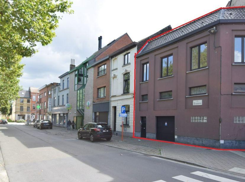ONLINE VERKOOP BIDDIT  <br /> Een woonhuis met garage  <br />  <br /> STAD GENT- tiende afdeling:  volgens titel en recent kadastraal uittreksel geken