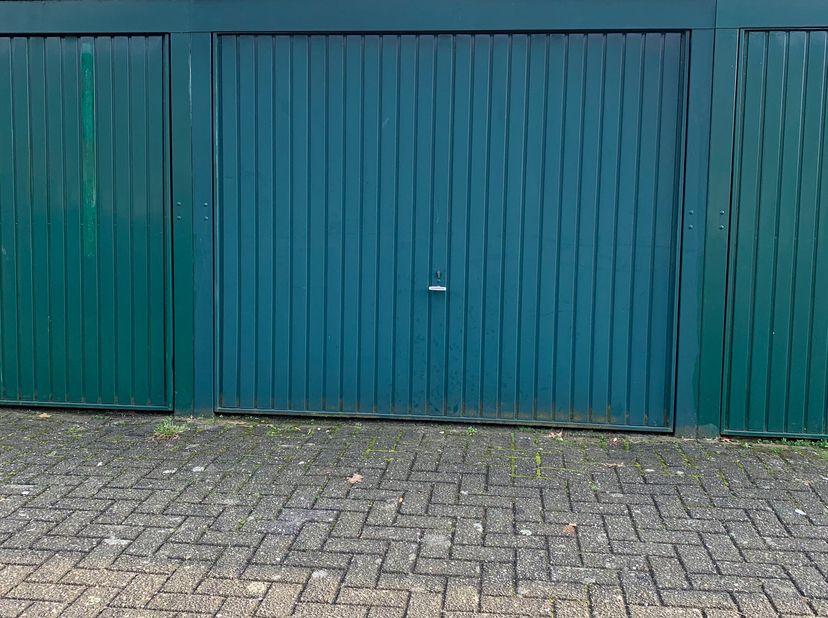 Garagebox te koop nabij centrum Lier. Maandelijkse kosten rond de 5 euro. <br /> Dak werd gerenoveerd in 2020.